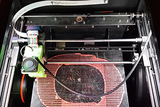 Fabricamos pantallas de protección con impresoras 3D