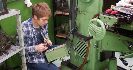 Curs 14-15 Instal·lació quadres elèctrics taller Mecànica